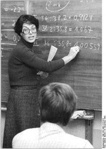 245px-Bundesarchiv_Bild_183-1982-1215-012,_Berlin,_Volkskammer-Abgeordnete_der_CDU