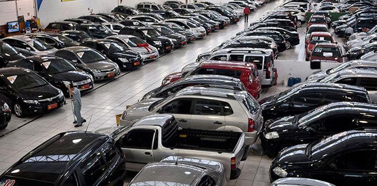 Venta-de-carros-usados-florece-en-medio-de-una-econom¡a-mís-d®bil-Visible